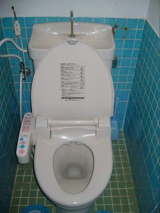 toilette japonaise avec robinet à l